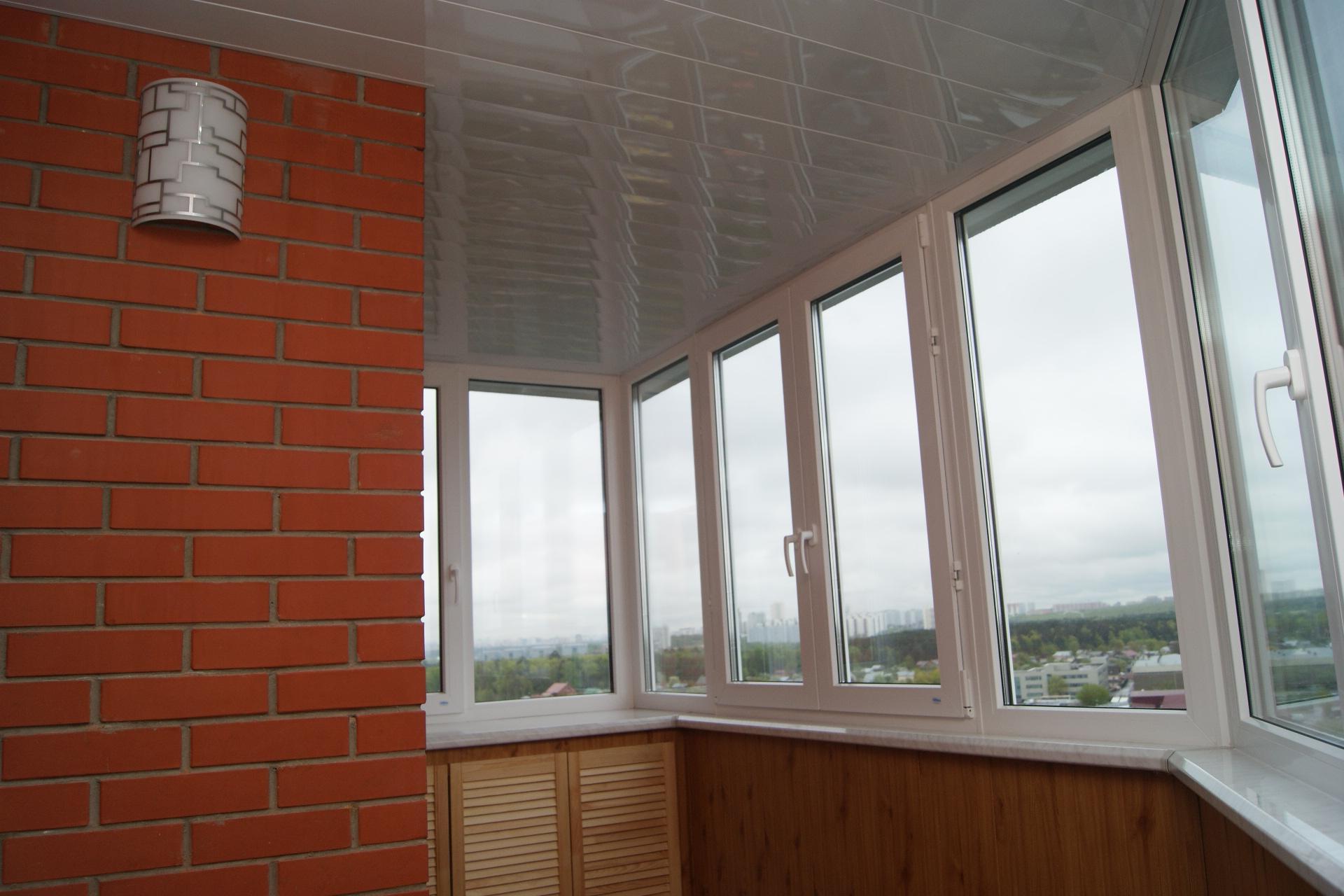Балкон с евровагонкой подоконник. - настройка петель пластик.