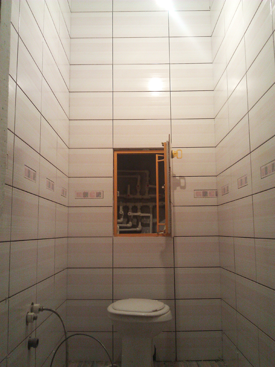 технический люк в туалете