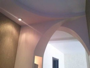 Пример оформления потолка в прихожей