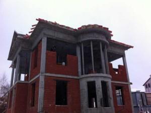 Возведение стен дома из кирпича и монолитного каркаса
